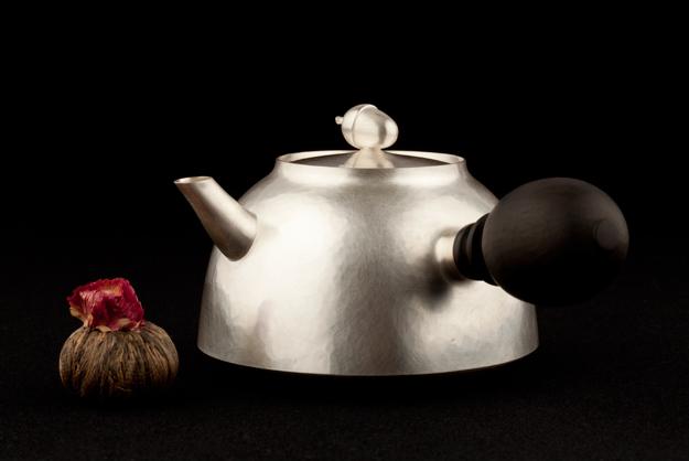 Tekanna, silver av Tobias Birgersson.