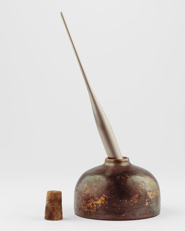 Bläckhorn, koppar. Titanpenna, av Tobias Birgersson.