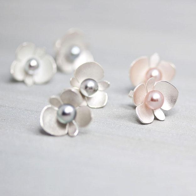 örhängen med pärlor