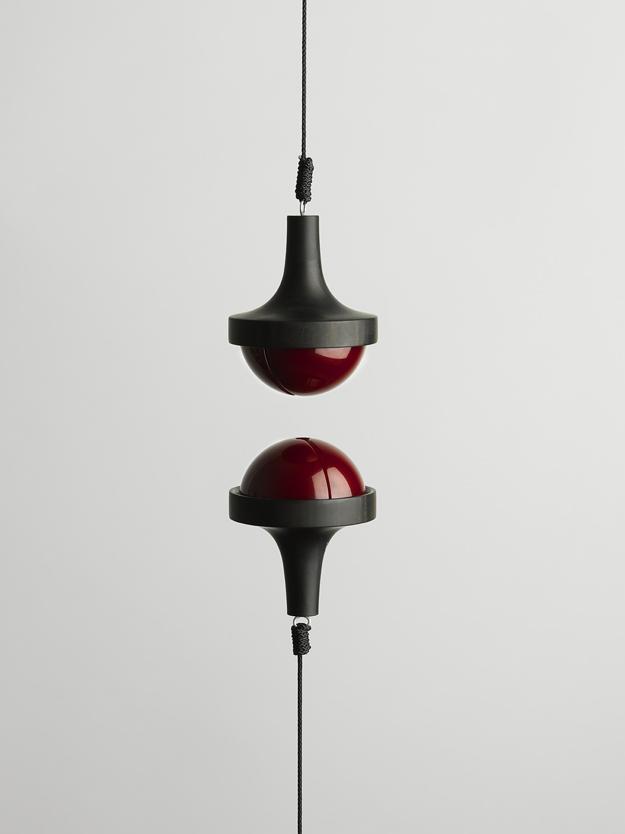 Attraction, skulptur med magnet.