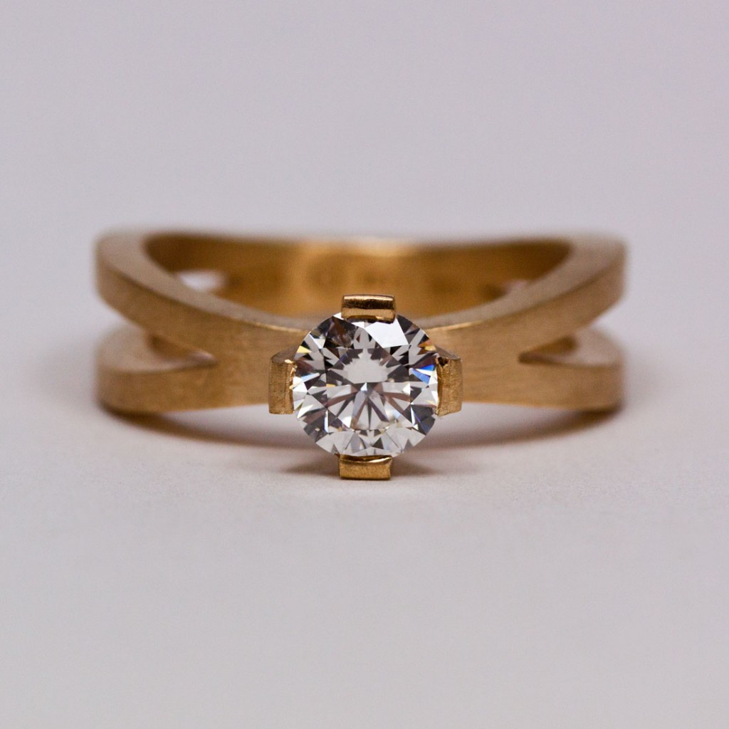 Vigselring med Etisk Diamant av Petronella Eriksson.