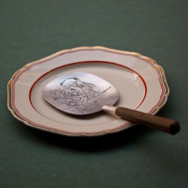 Tobias birgersson och Pierce Healy. Supsked. Trä och graverat silver.