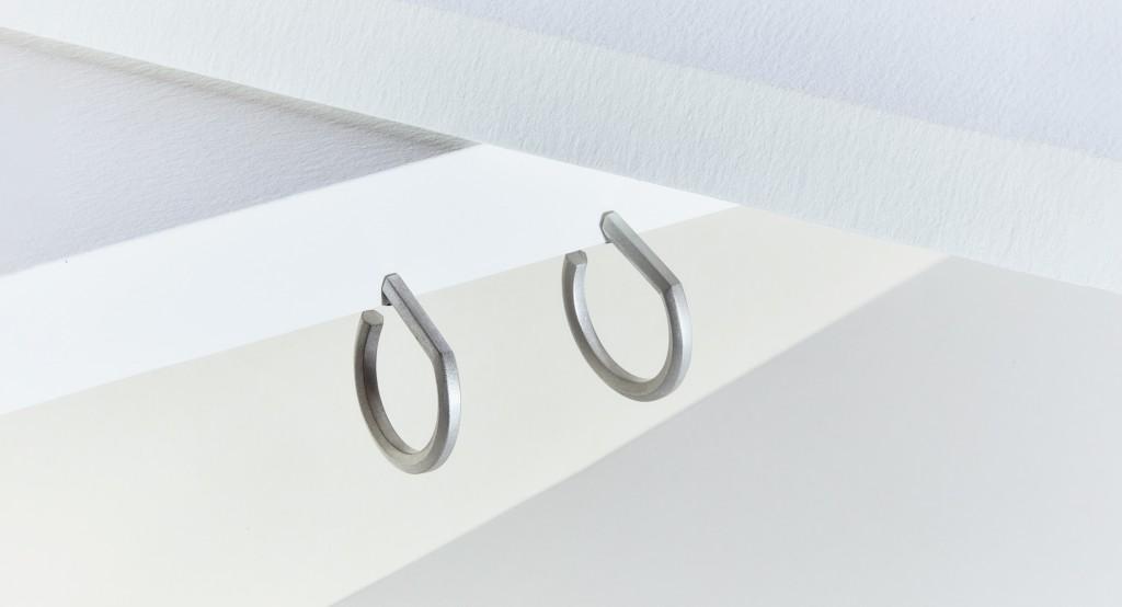 Makiami silverörhänge D från Arch kollektion