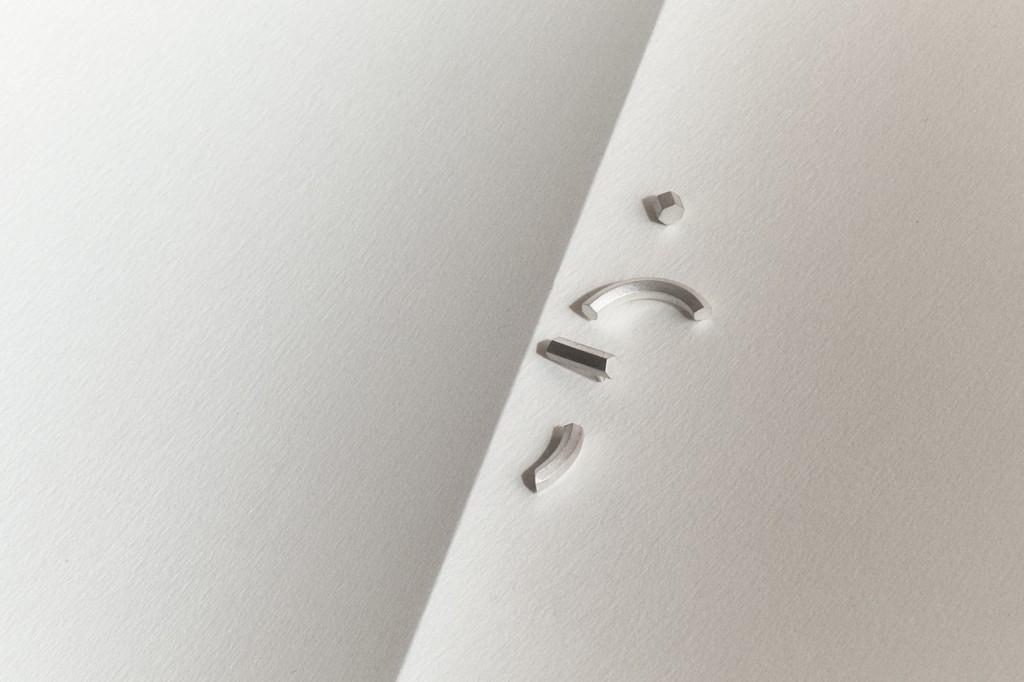 Makiami silverörhänge Off cut från Arch kollektion