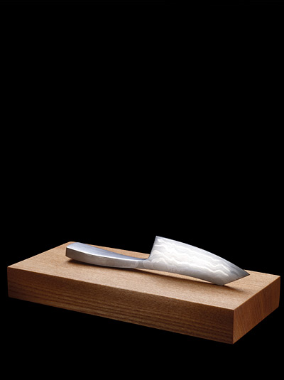 Kniv med skärbräda av Tobias Birgersson.
