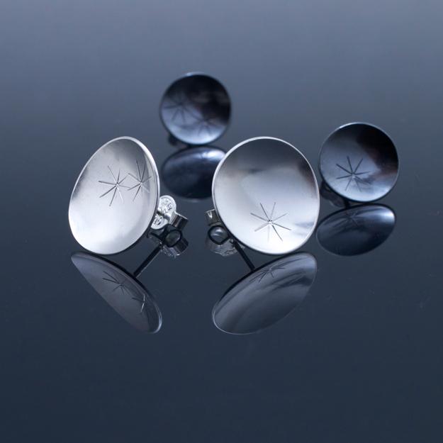Rosenblad, oxiderat och silver.