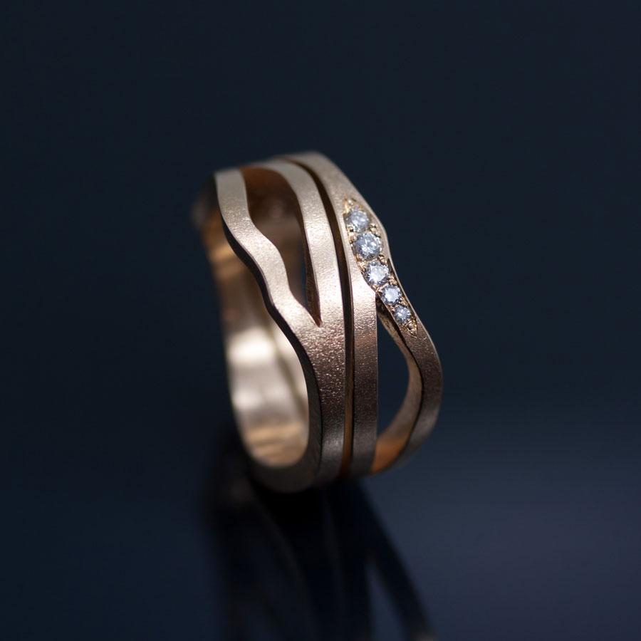 Asymetriska pusselringar med vita etiska diamanter. Petronella Eriksson