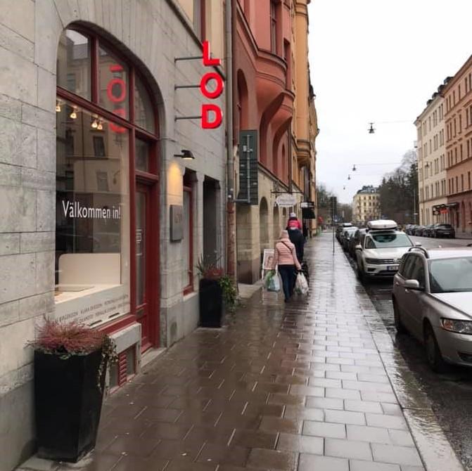 Galleri LOD metallformgivning i regnet,